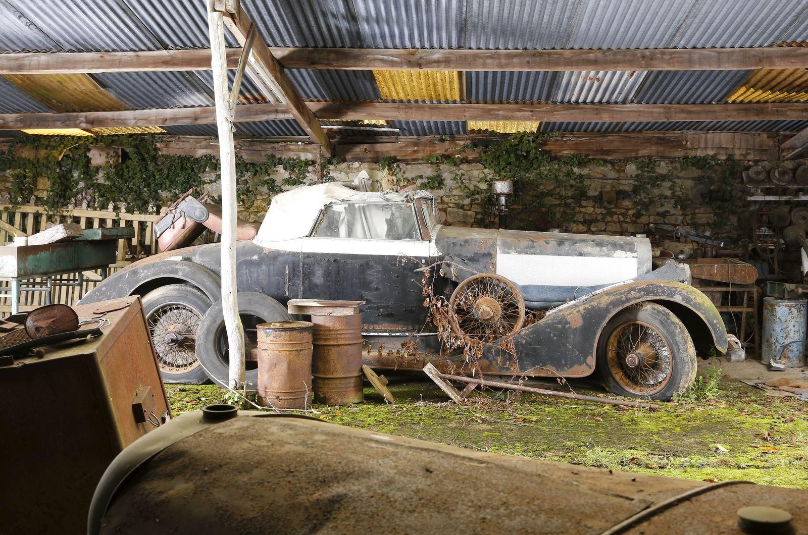 Старое авто в сарае загрузить