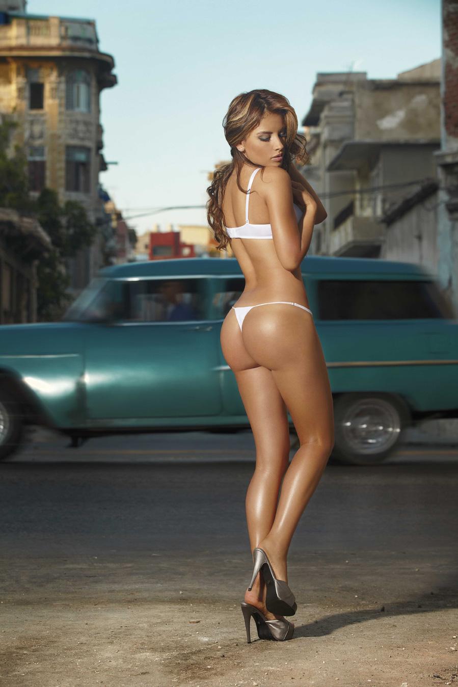 musclar-girls-nakes