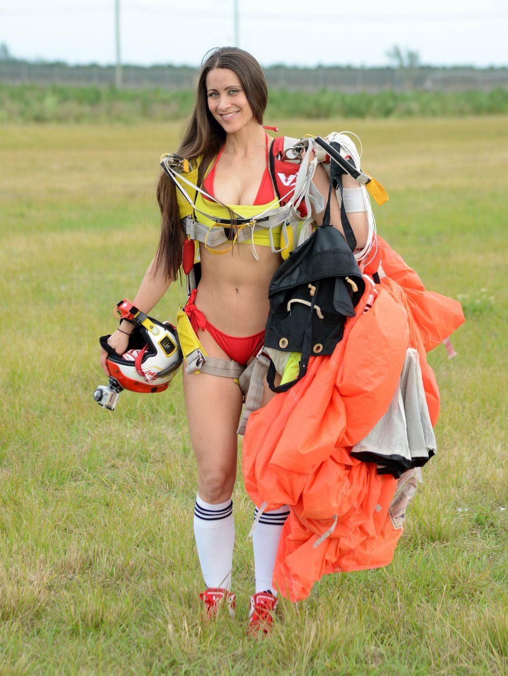 фотографии голых девушек парашютистов порно демотиваторы