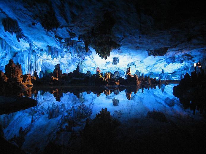 Невероятные подземные реки и озёра