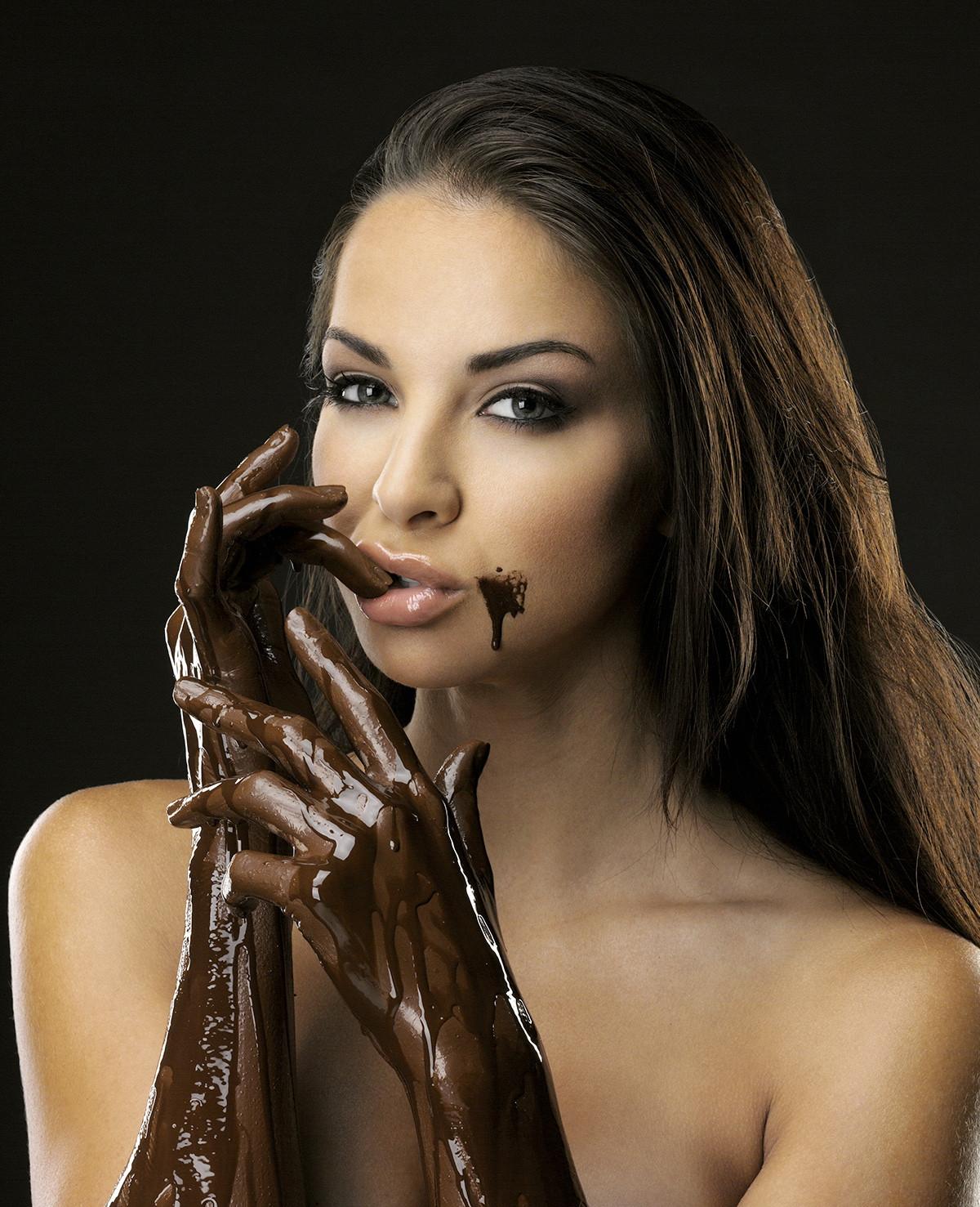 Hot chocolate girl, girls refrigerator in panties