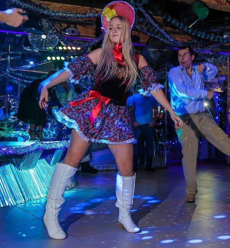Русские в клубе, кунигулис фаллосом онлайн смотреть