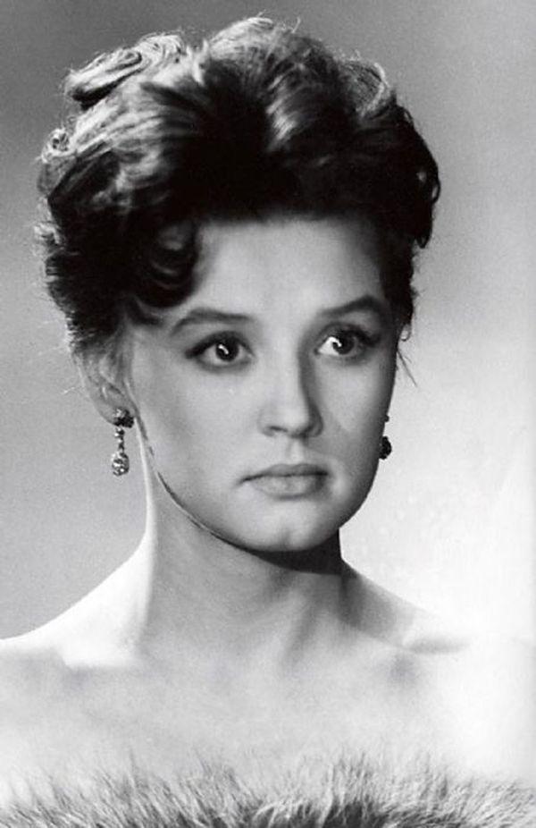 сочетает себе актрисы советского союза с фото прошлого негативного