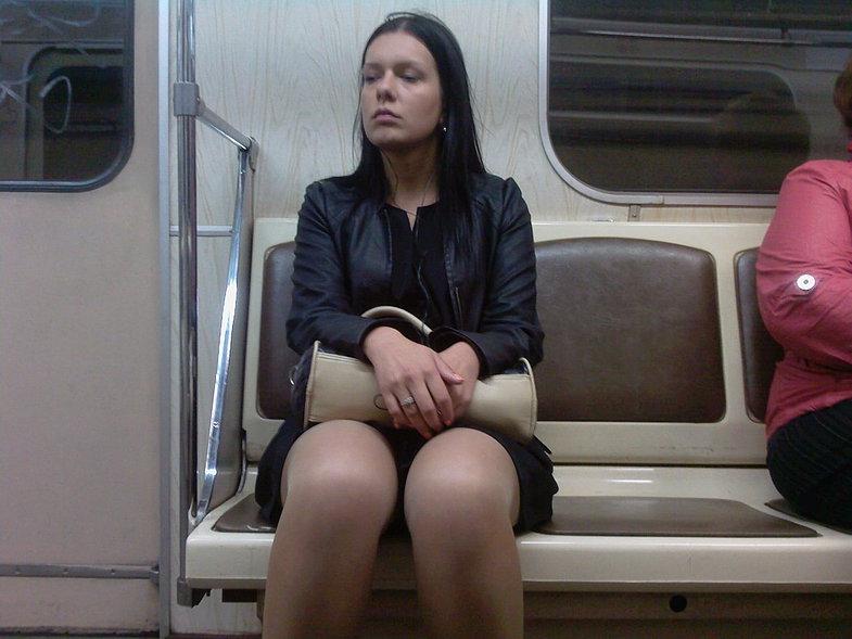 голые тетки в метро-йэ1