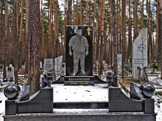 """11_image Оросын гэмт хэргийн ертөнцийн """"Загалмайлсан эцэг""""-үүдийн хөшөө"""