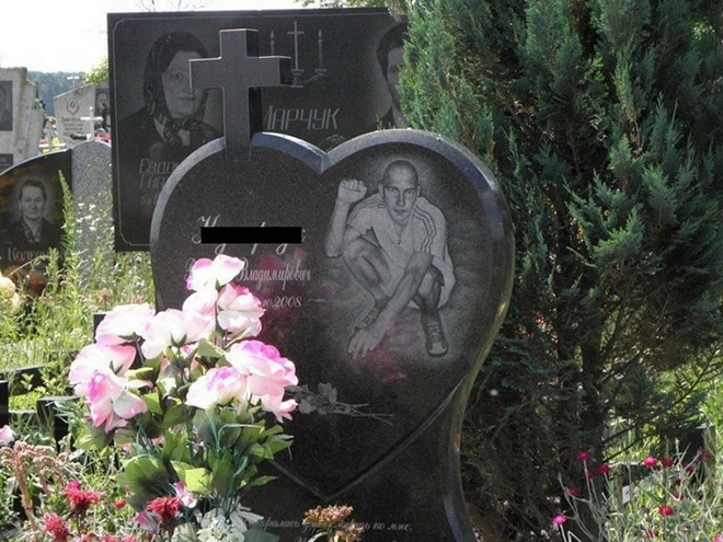 """6_image Оросын гэмт хэргийн ертөнцийн """"Загалмайлсан эцэг""""-үүдийн хөшөө"""