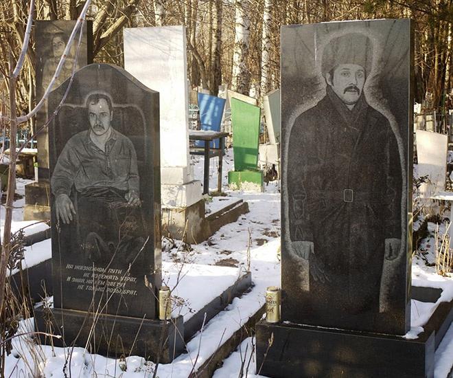 """7_image Оросын гэмт хэргийн ертөнцийн """"Загалмайлсан эцэг""""-үүдийн хөшөө"""