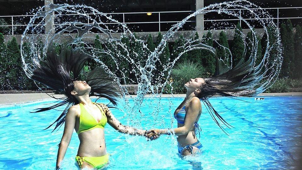 Рождение, прикольные фото девушек в бассейне