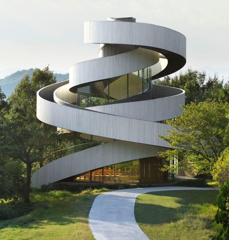 необычные здания спирали фото данном случае