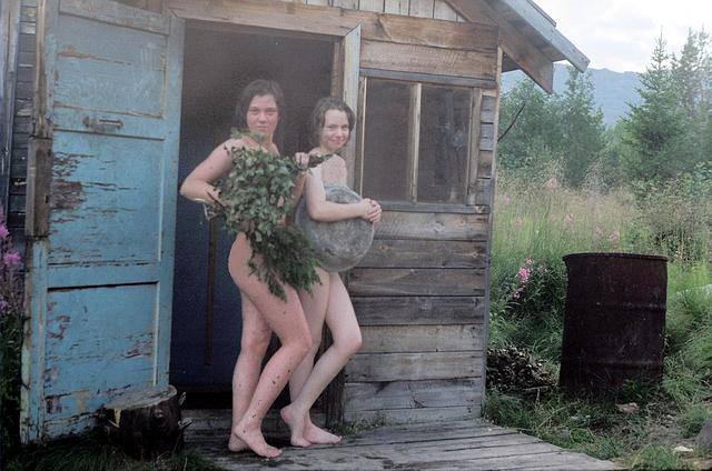 Деревенская баба топит баню видео — photo 2