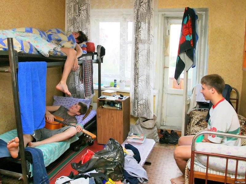 razvlecheniya-russkih-studentov-v-obshage