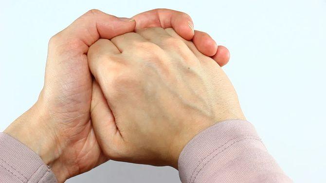 Изображение - Что будет если щелкать суставами пальцев 670px-crack-your-knuckles-step-2-preview