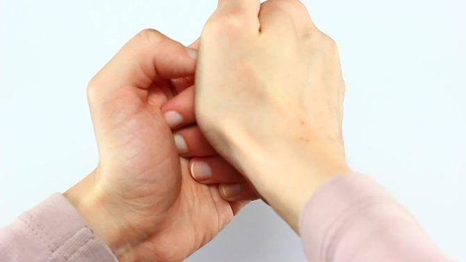 Изображение - Что будет если щелкать суставами пальцев 670px-crack-your-knuckles-step-6-preview