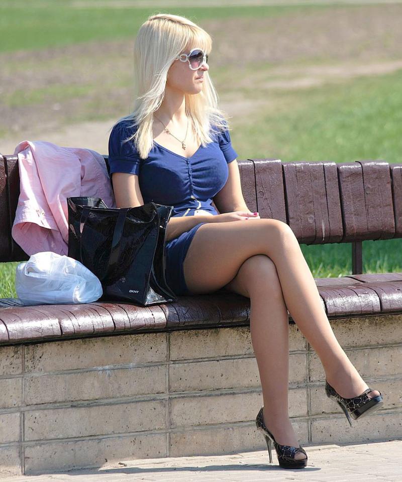 порно с красивыми девушками на улице фото
