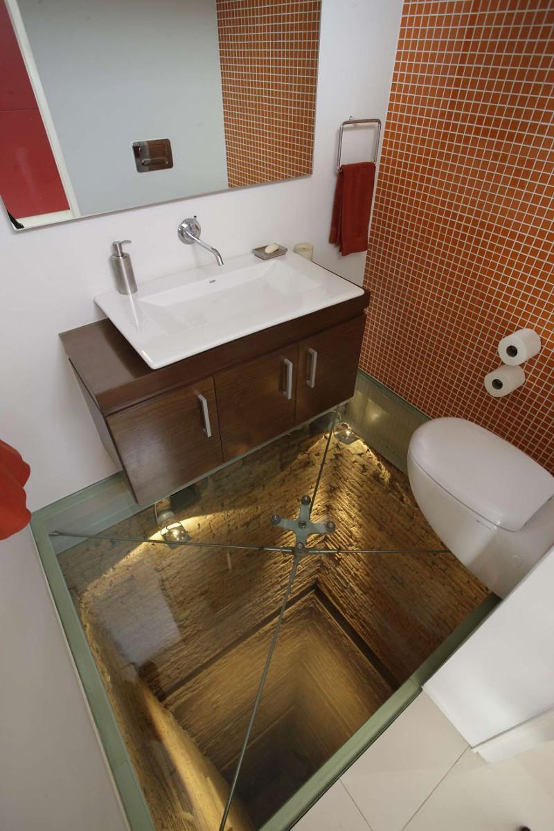 40. Ванная комната, расположенная над шахтой 15-этажного лифта. дизайн, дом, идея, креатив