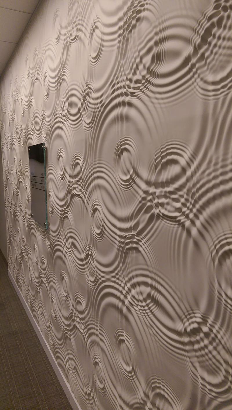 32.  Текстура на этой стене выглядит как рябь на воде дизайн, дом, идея, креатив