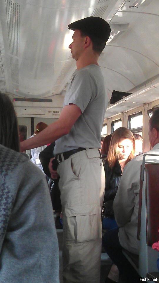 видео парней с эрекцией в метро - 9