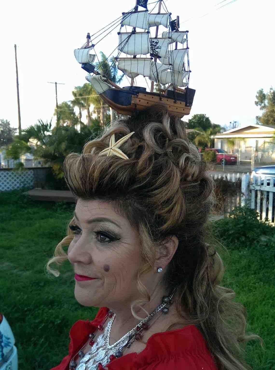Корабль из волос фото