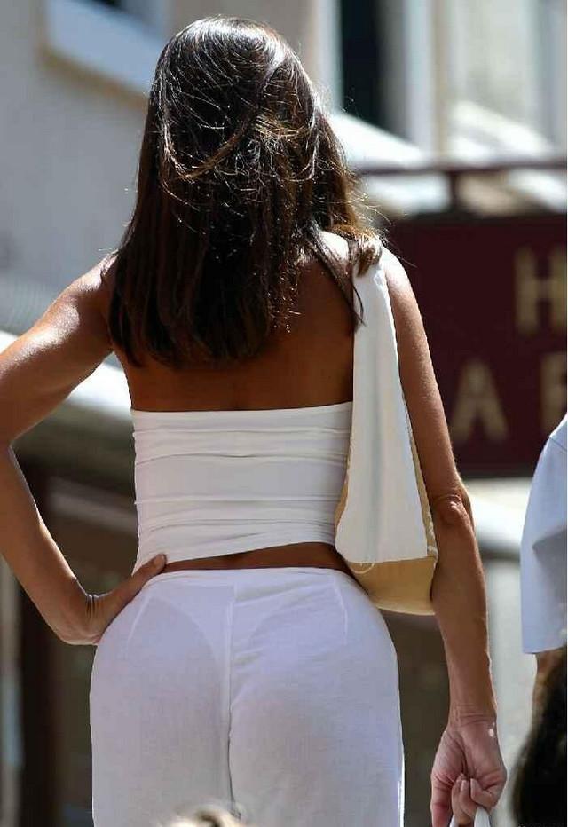 Жопы на улице в прозрачной одежде