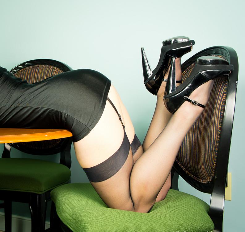 Ах эти девичьи ножки на каблучках эротика смотреть онлайн