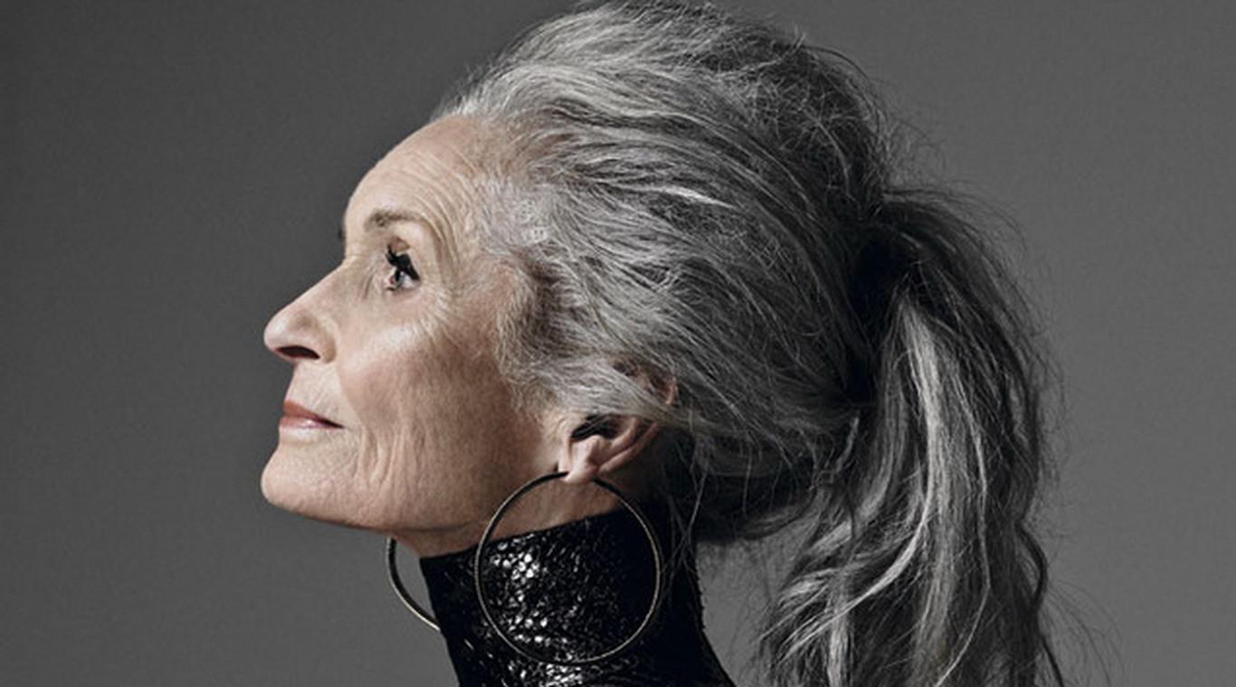 возрастная женщина фото