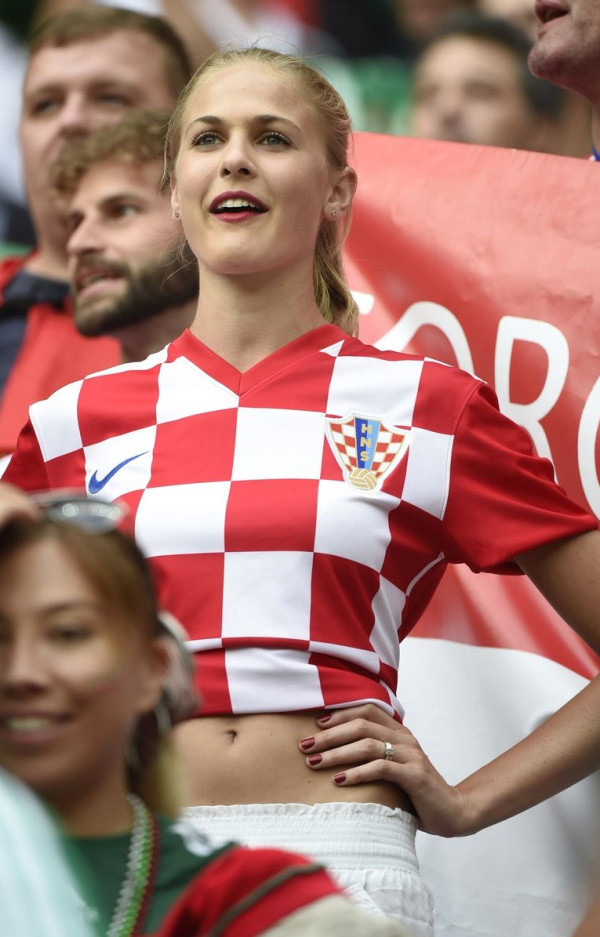 devushki-v-futbole-bez-lifchikov