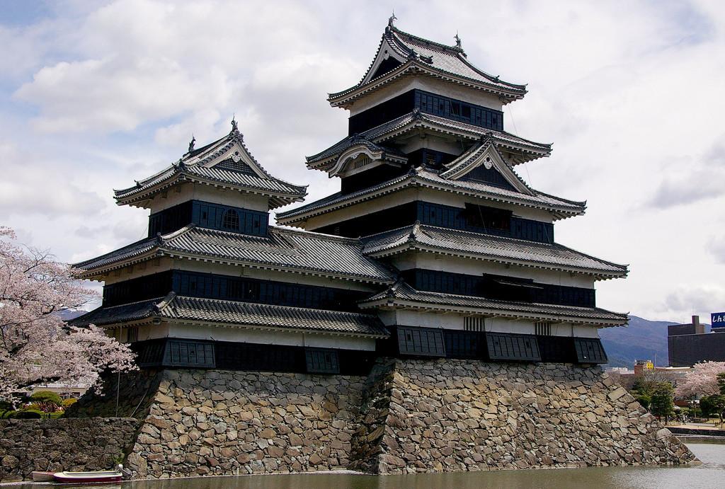 сегодняшний день замки японии фото водохранилище