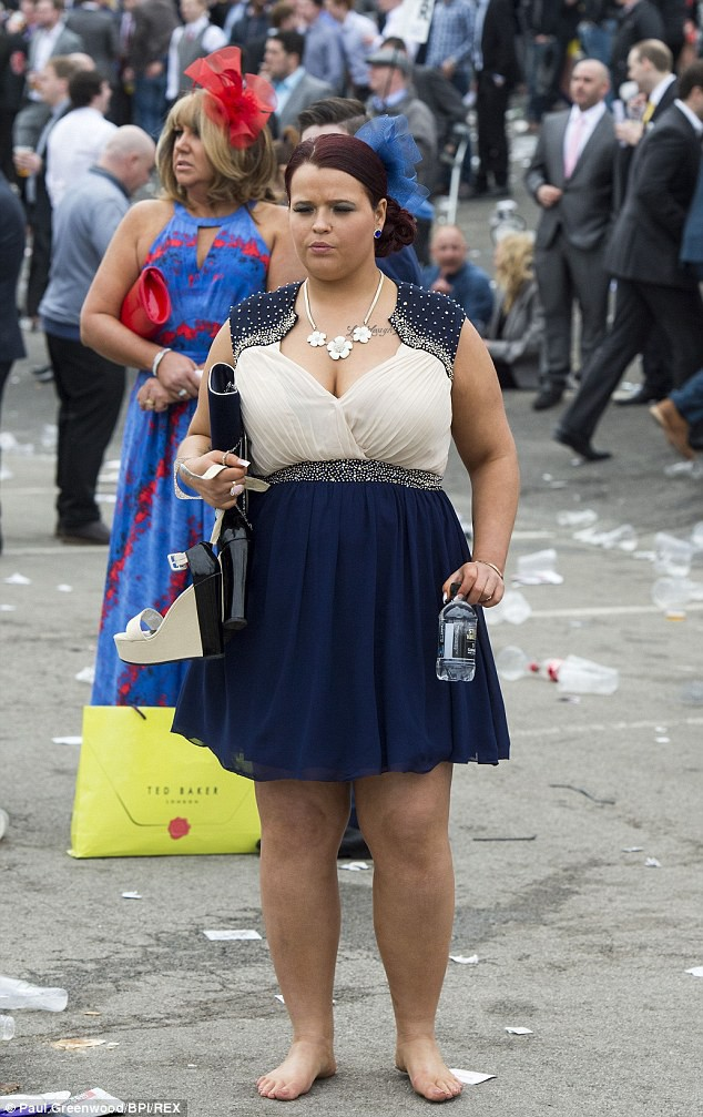 Запрещенные фотографии с Национальных скачек Англии девушки, курьезы, мода, чудаки