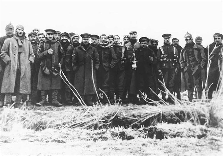 fraternizing with the enemy on christmas of 1914 The christmas truce of 1914 on the soldiers fraternizing on the the trenches to fraternize with the enemy would get shot brown, christmas.