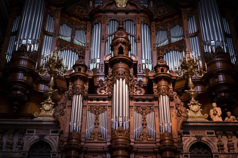 Орган самый грандиозный музыкальный инструмент в мире Берлинский кафедральный собор Берлин Германия музыкальный инструмент орган