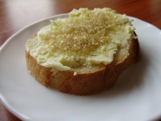 Белый хлеб с сахаром детство, еда