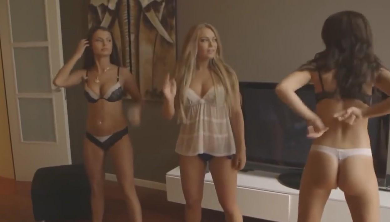 Видео девушки танцуют голые