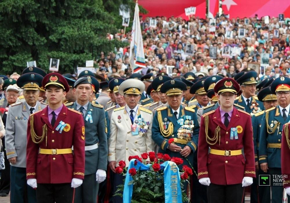 фото казахстанской символики дня победы начала карьеру