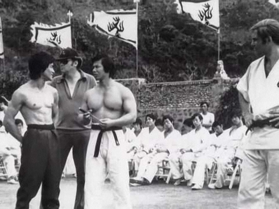 В каком фильме снимался брюс ли и джеки чан игра ринг черепашки ниндзя