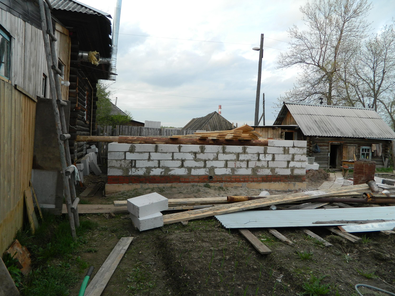 Внутреннею стену (стена дома) не планировали выкладывать из блока, т.