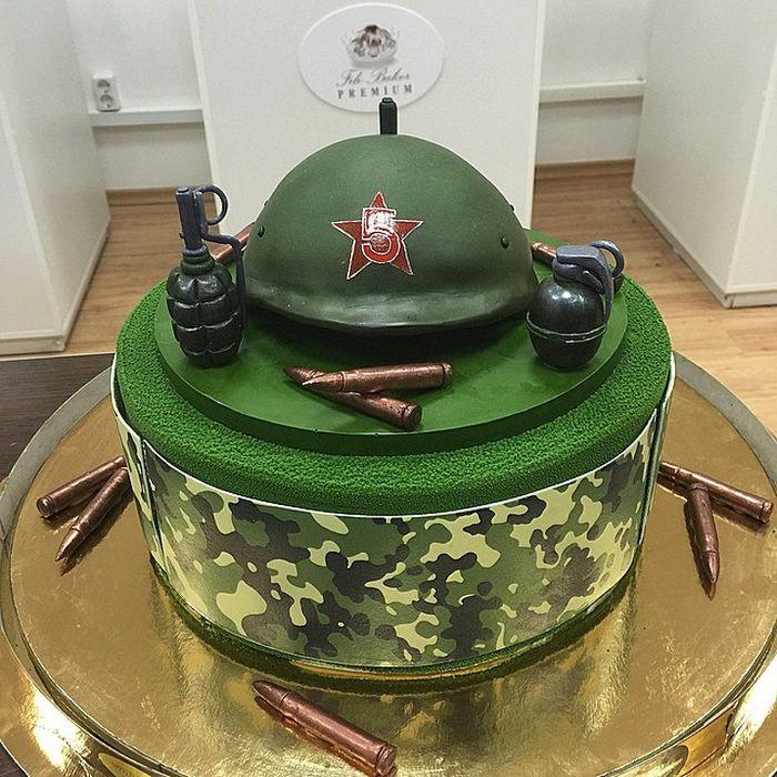 Для мужиков еда, торт