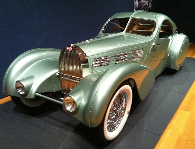 «Bugatti Type 57S Competition Coupe Aerolithe» 1935 года автомобили, странные