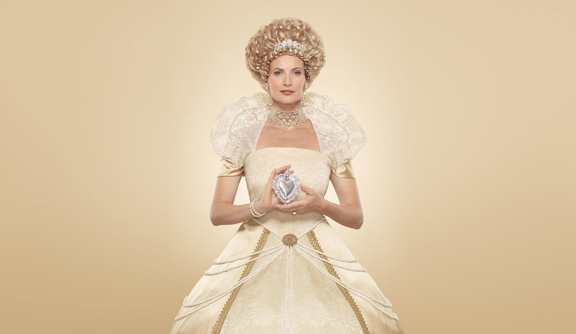 словам картинка белого платья для королевы время него уходило