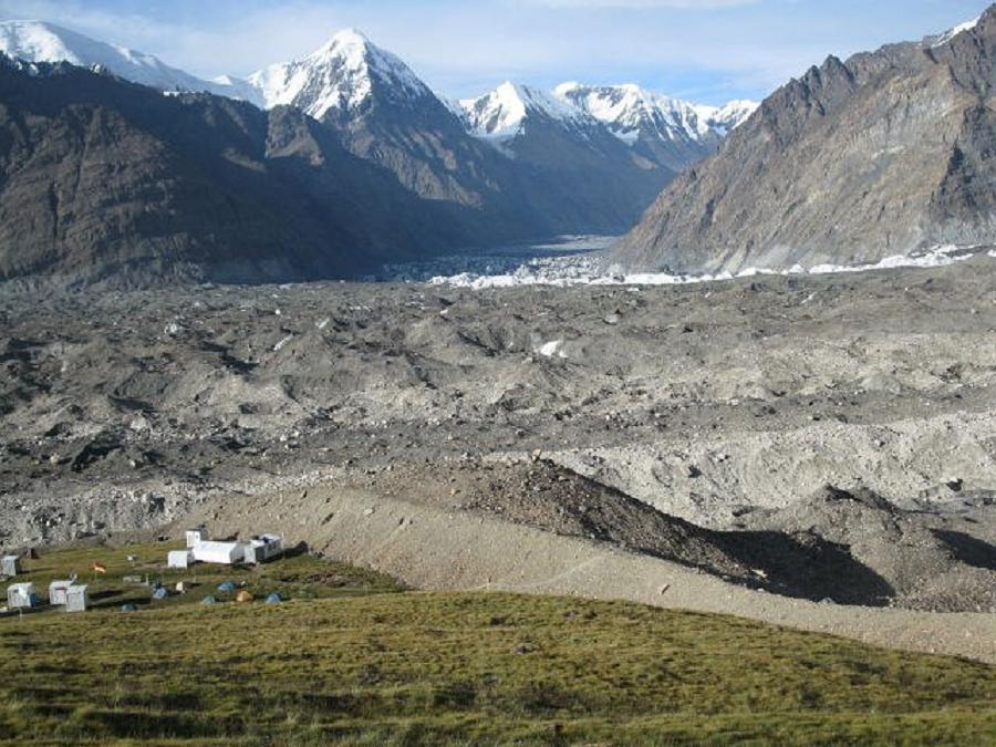 Озеро в горах непала фото