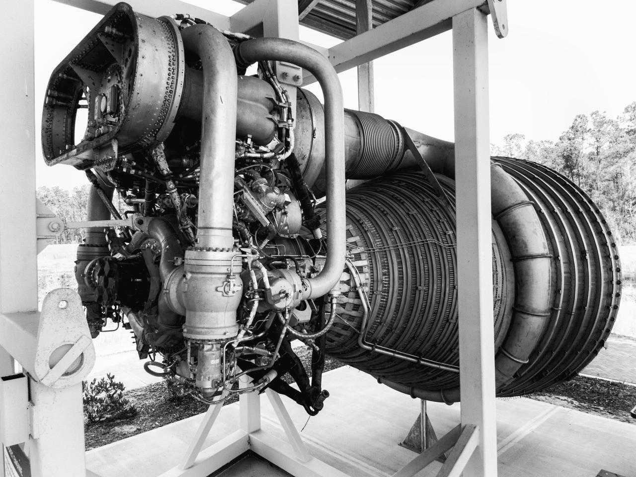 largest rocket engine - HD1280×960