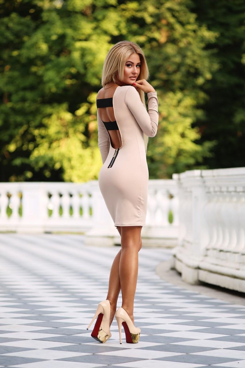 Красивые девушки в коротких платьях 13