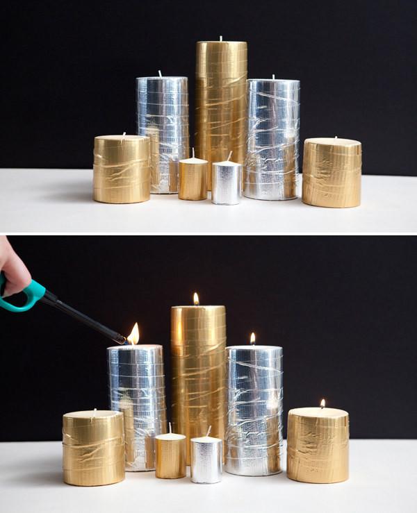 3. Украсьте белые свечи с помощью клейкой ленты золотого и серебряного цвета идея, поделка