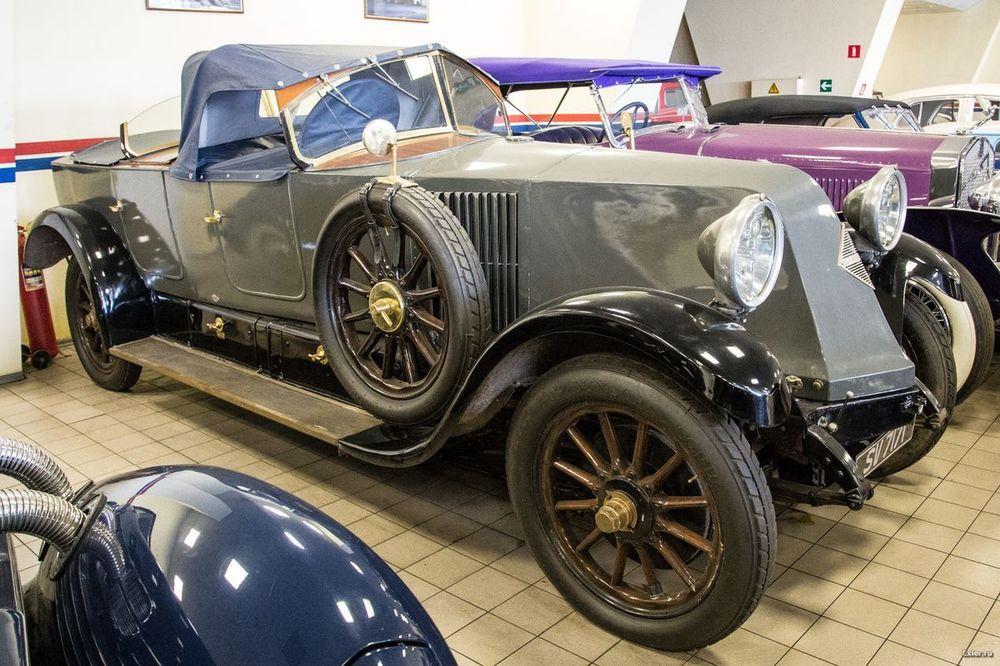 выставочная розетка реплики старинных авто фото одна
