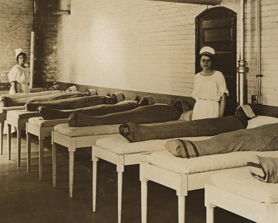 1. В психиатрических клиниках больных заворачивали в мокрые одеяла, чтобы успокоить. медицина, ретро, фото