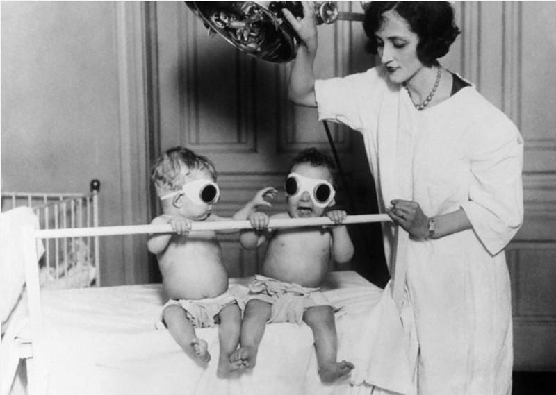 3. Во избежание рахита, дети зимой получали искусственный загар, приблизительно 1925 год медицина, ретро, фото