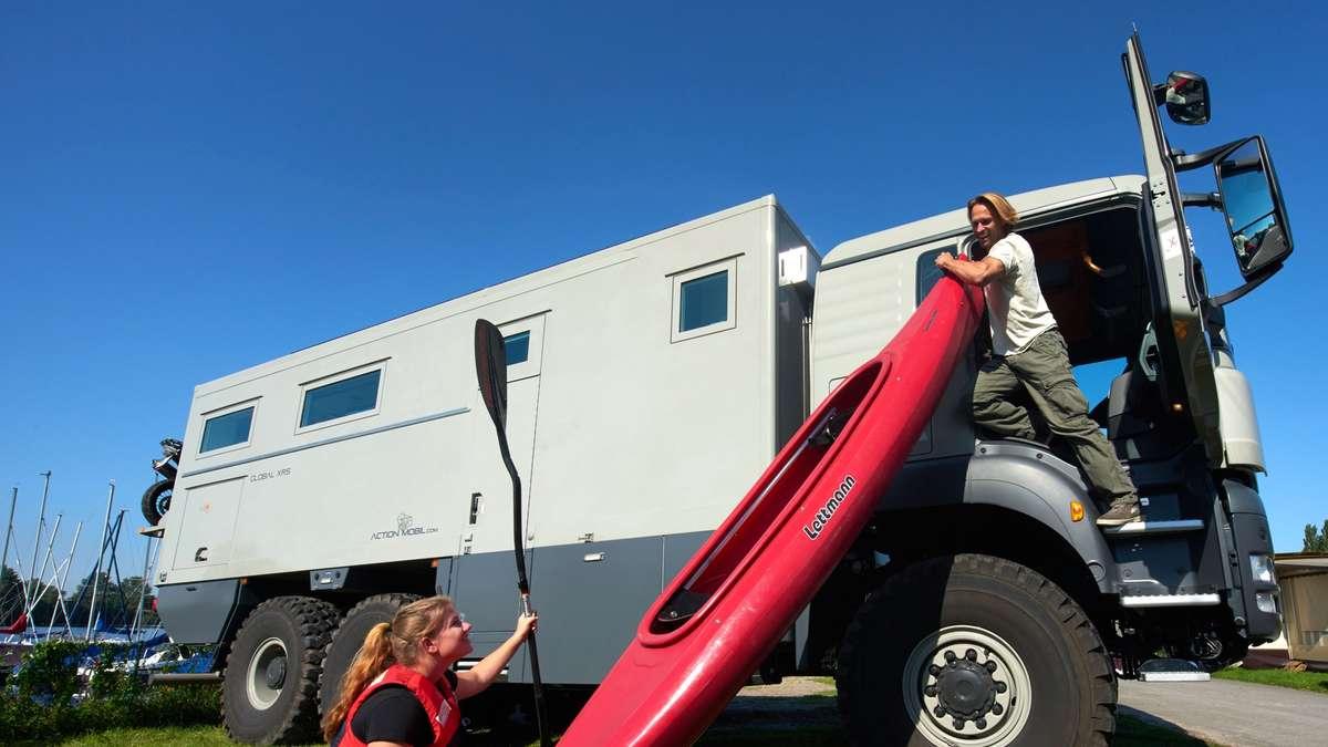 Дом на колёсах внутри грузовика man, грузовик, дом на колесах