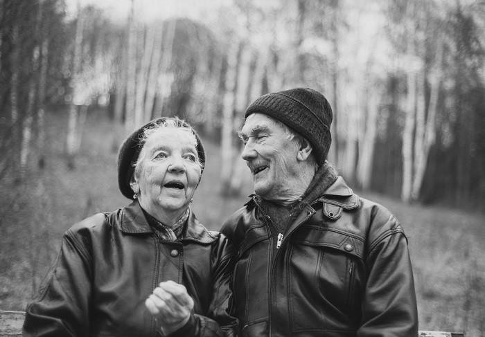 Парень девушка дед и бабка