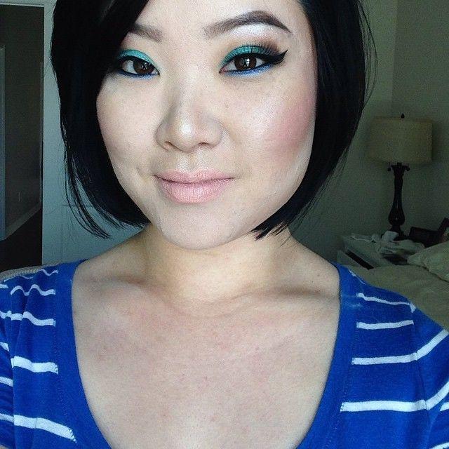2. Поиграйте с вариациями одного и того же цвета девушки, макияж
