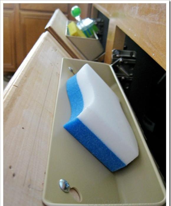 2. Прикрепите дополнительную полку на откидных дверцах кухня, обустройство