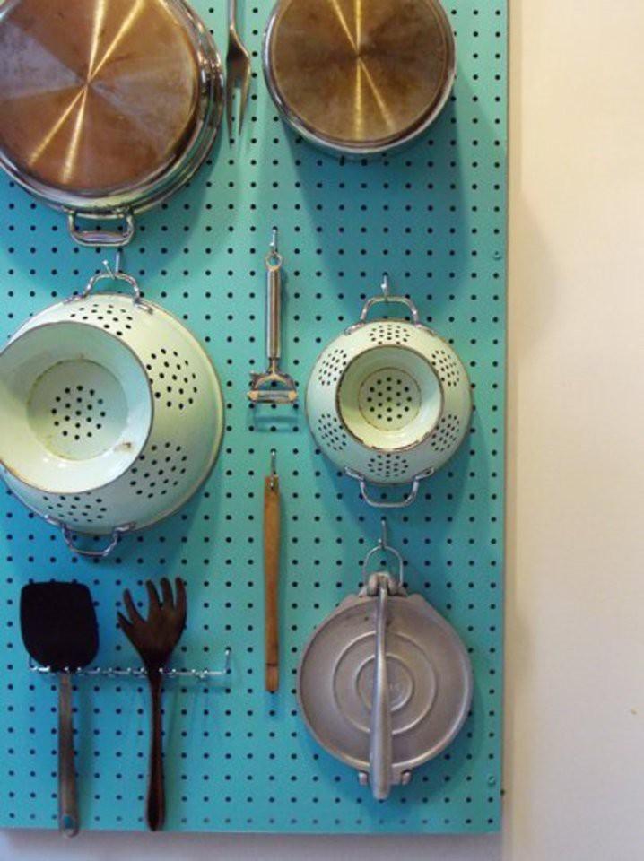 28. Сделайте доску-органайзер для сковородок кухня, обустройство
